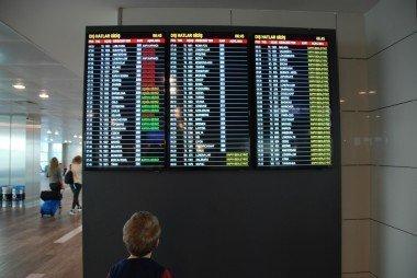 havaalani-lcd-bilgilendirme-ekrani