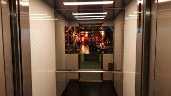 Ayna Arkası Asansör İçi LCD Ekranlar